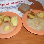 Cartofi copţi în cuptor sau picioici copţi în bloadăr, cu mujdei de ai sau cu ceapă în oloi