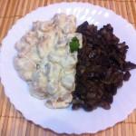 Reţetă: pui cu smântână şi usturoi, cu ciuperci